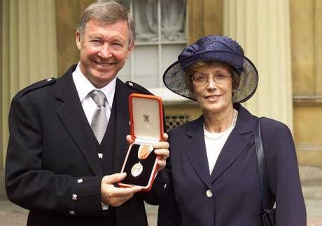 Ferguson receives knighthood, 1999